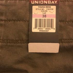 Men's Union Bay cargo shorts size 38 color leaf